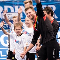 Schüler der Grundschule Islandstraße begleiteten Top-Athleten